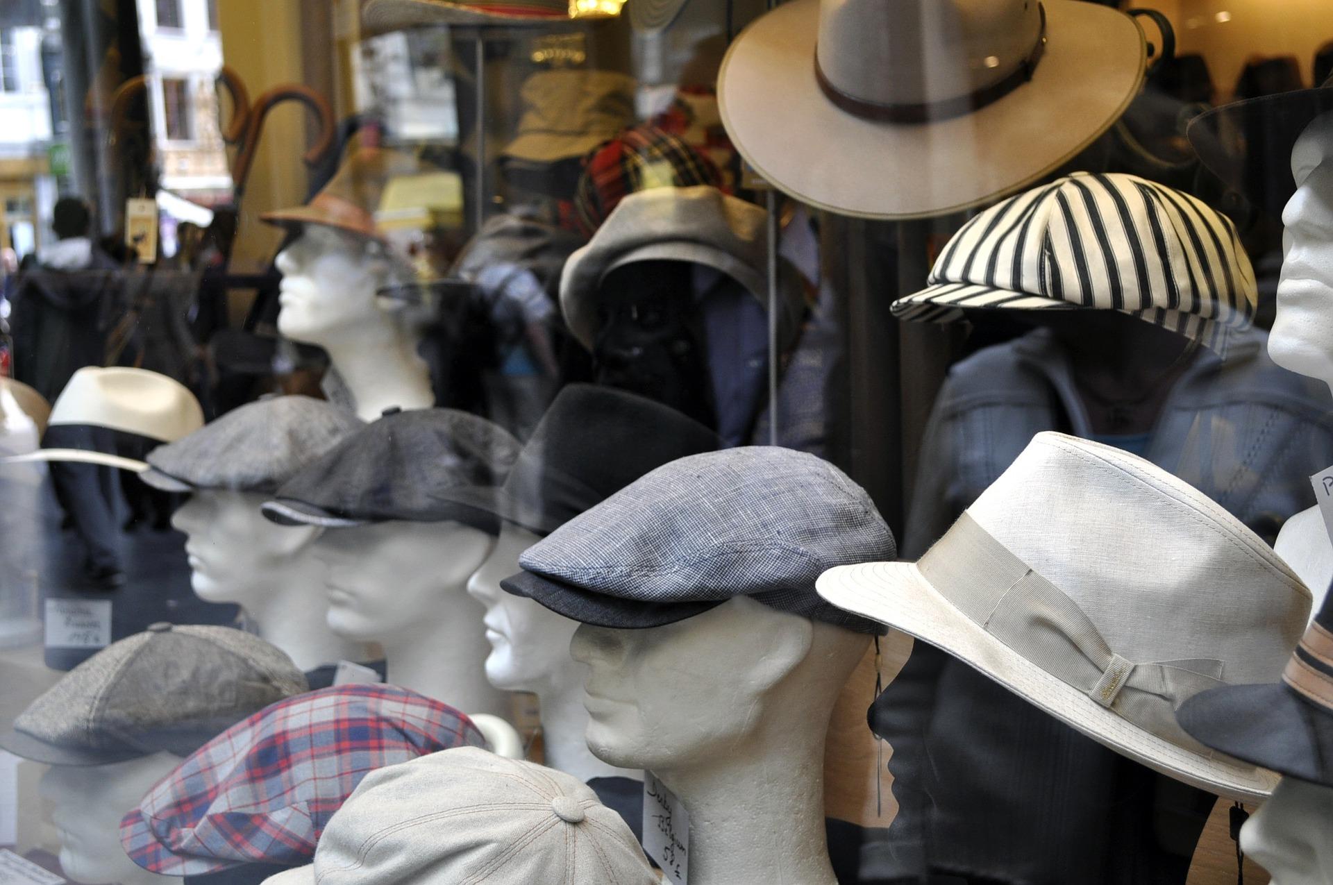 Hipster Hüte im Schaufenster