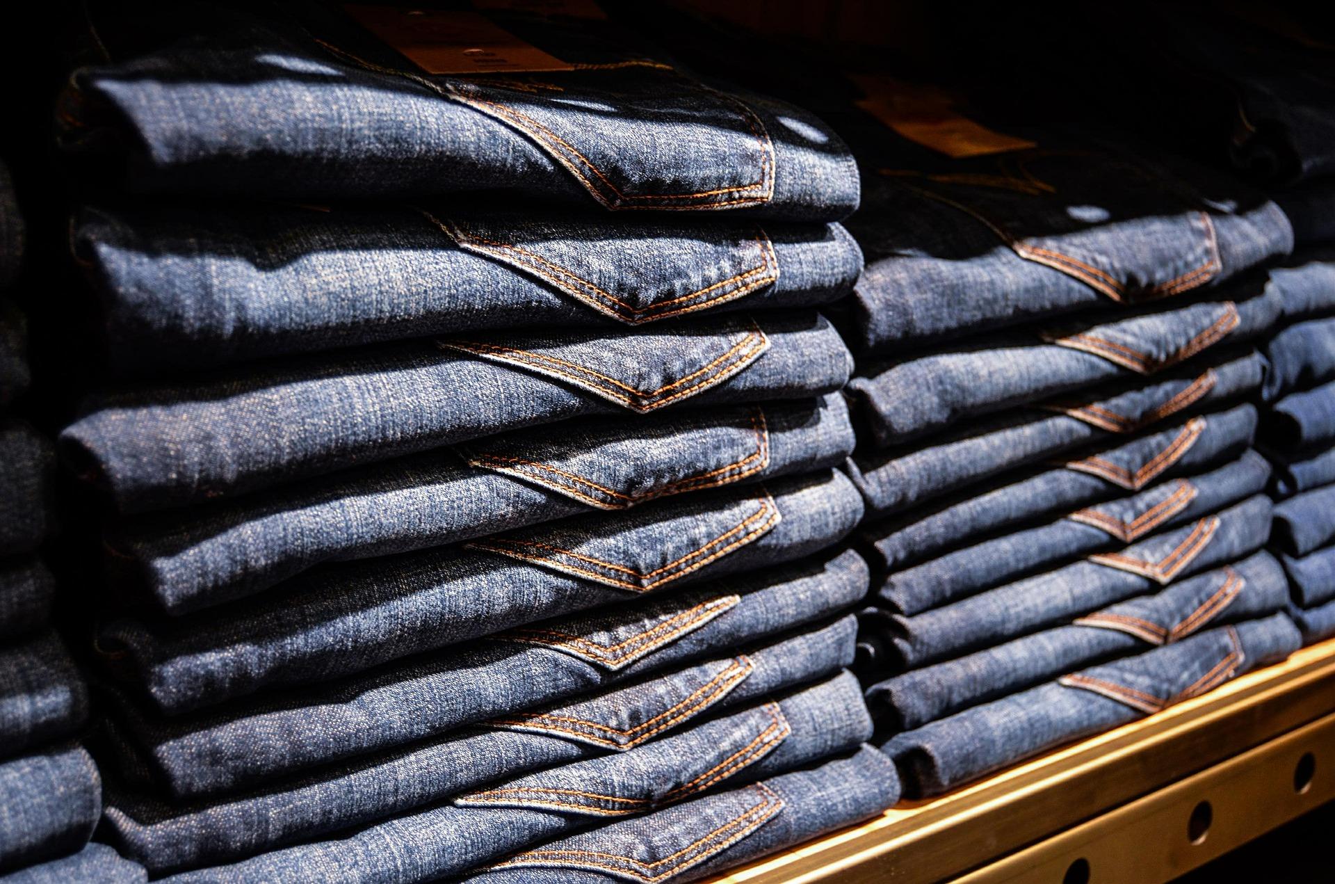 Hosenschnitte für Männer Jeansstapel