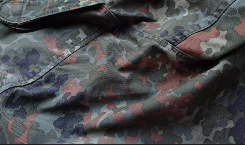 Stoff mit Camouflage Muster