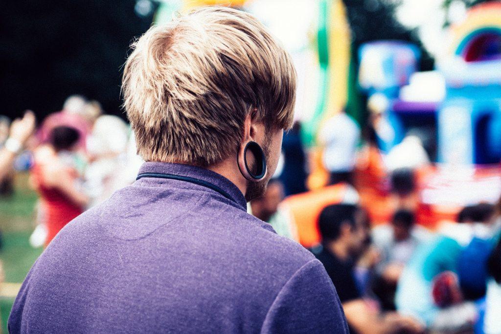 Heiß-Verkauf am neuesten Modestil gut aussehend Flesh Tunnel & Plugs – Ohrringe für Männer - Modenarren